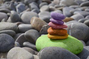 meditazione sassi colorati